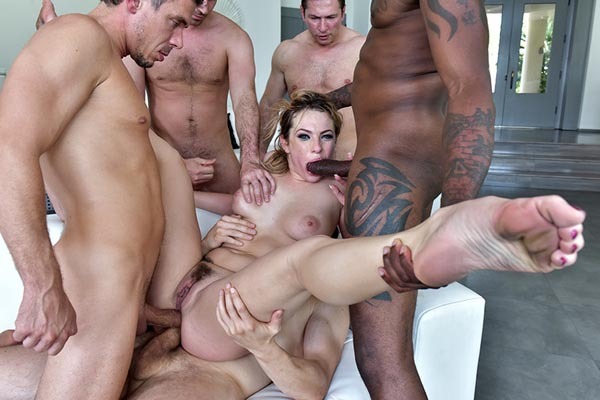 Keisha Grey son premier Gang Bang