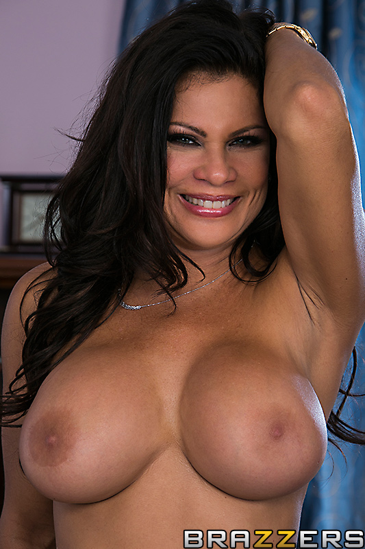 Teri Weigel dans la Video ' Playtime with Teri ' chez Brazzers